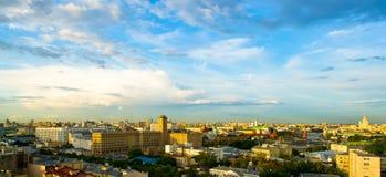 中心城市夜间莫斯科地平线 库存照片