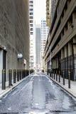 中心城市的街道有skyscrappers的 免版税库存照片
