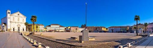 中心广场在帕尔马诺瓦全景镇  库存图片