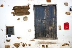 中心广场在费埃特文图拉岛海岛,西班牙上的贝坦库里亚村庄 图库摄影