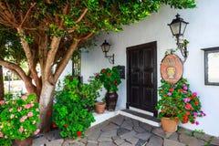 中心广场在费埃特文图拉岛海岛,西班牙上的贝坦库里亚村庄 免版税库存图片