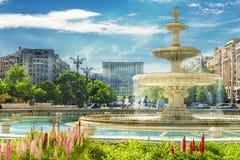 中心广场布加勒斯特喷泉  免版税库存图片