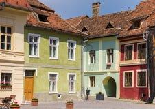 中心广场的五颜六色的房子在Sighisoara 免版税图库摄影