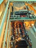 中心详细资料镜子波兰购物墙壁华沙 免版税库存照片