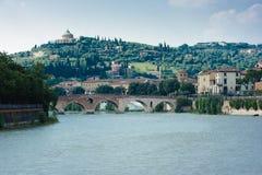 中心都市风景有历史的维罗纳 库存照片