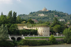 中心都市风景有历史的维罗纳 库存图片