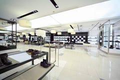 中心销售额鞋子购物 库存照片