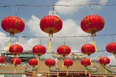 中文报纸灯笼在春节, Yaowaraj瓷城镇 库存图片