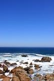 中断海岸岩石通知 库存照片