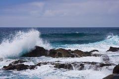 中断海岸la palma岩石通知 库存照片