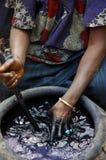 中断的靛蓝材料妇女 免版税库存照片