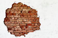 中断砖砌老墙壁白色 免版税库存照片