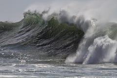 中断绿色波浪 库存照片