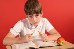 中断penci年轻人的恼怒的男孩 免版税库存图片