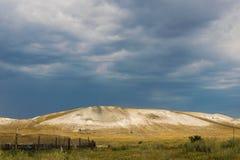 中生时代的石灰石山 库存图片