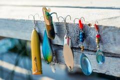 中看不中用的物品和勾子钓鱼的特写镜头 免版税库存照片