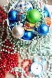 中看不中用的物品蓝色圣诞节构成玻璃 库存照片