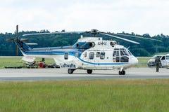 """中等公共直升机欧洲直升机公司AS532U2 """"Cougar"""" 图库摄影"""
