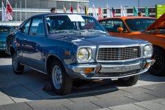 中等大小汽车马自达盛大Familia ( 马自达818 Coupe De Luxe)  1976年 免版税库存照片