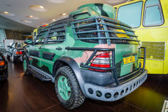 中等大小SUV奔驰车ML320, 1997年 免版税库存照片