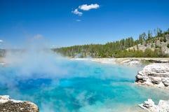 中途喷泉水池 库存照片