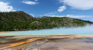 中途水池的喷泉 库存照片