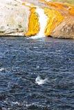 中途水池的喷泉 免版税库存照片
