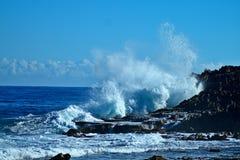中部波多黎各岩石和波浪 库存图片