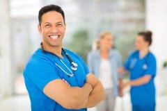 中部年迈的公共卫生工作者 库存图片