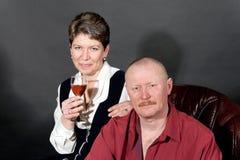 中间变老的扶手椅子夫妇的皮革 图库摄影