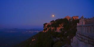中间秋天月亮  库存照片
