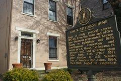 中间19世纪舔的河沿历史的区砖家在Covington,肯塔基 免版税图库摄影