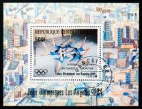 中非共和国邮票显示体操,奥运会洛杉矶1984年serie,大约1984年 免版税库存图片