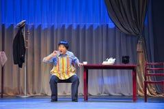 中年人的幸福江西OperaBlue外套 免版税图库摄影