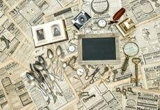 中间人销售 从跳蚤市场的古色古香的物品 免版税库存图片
