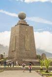 中间地球纪念碑基多厄瓜多尔 库存图片