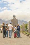 中间地球纪念碑基多厄瓜多尔 库存照片