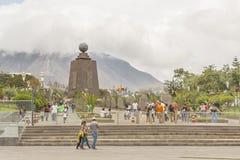 中间地球纪念碑基多厄瓜多尔 图库摄影
