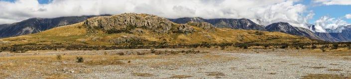 中间地球,新西兰全景岩石在山的 免版税库存照片