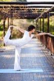 中年妇女健身 免版税库存照片