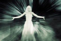 中间状态的鬼魂妇女 库存例证