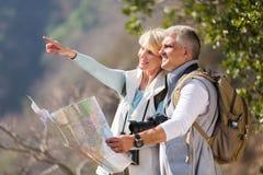 中间年龄远足者 库存图片