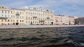 丰坦卡河的堤防的看法从游船的在圣彼德堡 股票录像