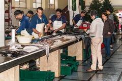 丰沙尔鱼市在马德拉岛海岛 库存图片