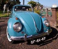 丰沙尔,马德拉岛- 2011年6月30日:蓝色减速火箭的汽车大众甲壳虫 免版税图库摄影