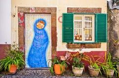 丰沙尔,马德拉海岛的被绘的门 免版税库存照片