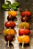 串起的三色蕃茄 免版税库存照片