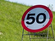 临时50英里/小时速度制约标志 库存图片