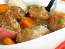 丸子炖煮的食物 免版税库存图片