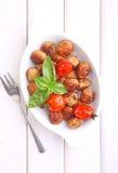 丸子用在一个白色盘的蕃茄 图库摄影